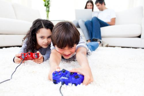 Brother_and_sister_playing_video_games